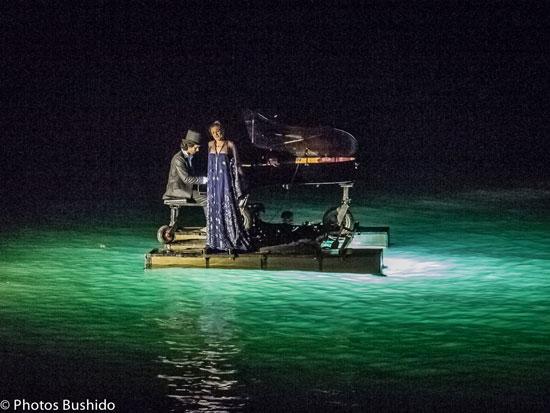 Il jouait du piano debout…sur l'eau…