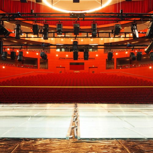 Patinoire éphémère - scene du Grand Theatre de Provence