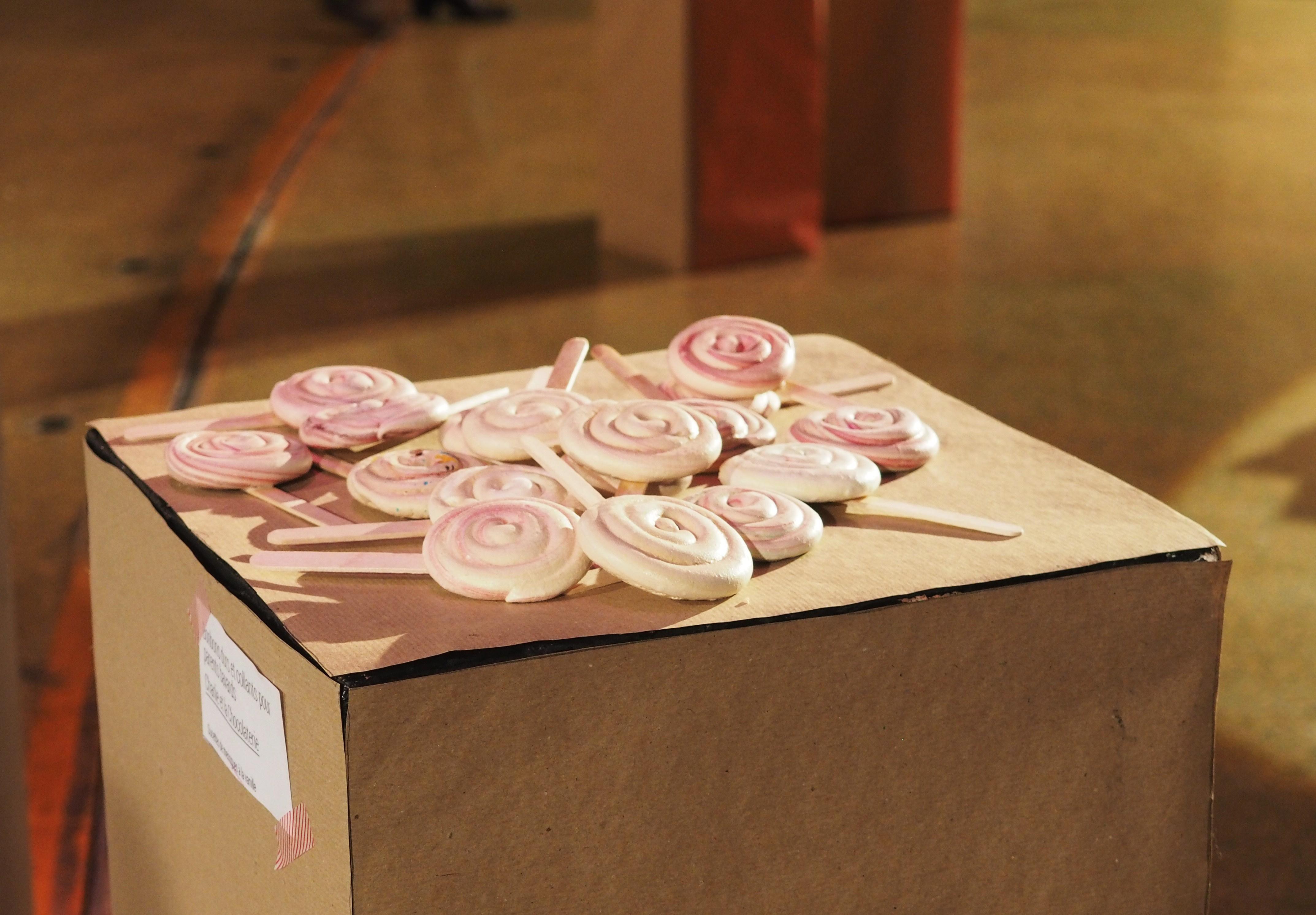 Sucettes de meringue à la vanille Charlie et la chocolaterie - Expo Aix en Provence