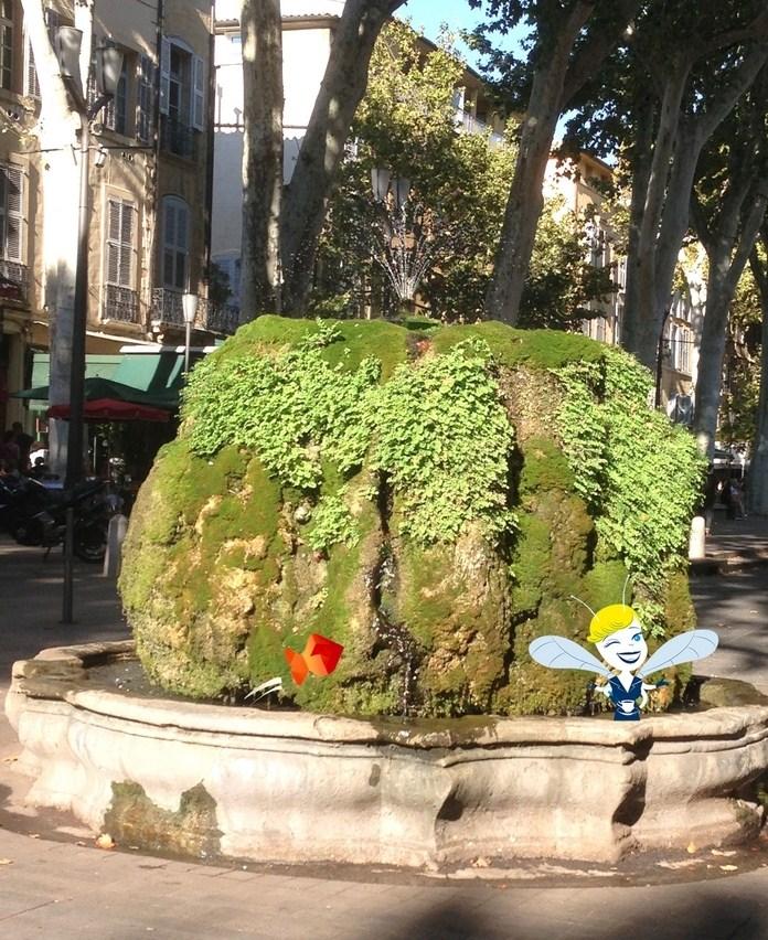 Fontaine moussue - Aix en Provence - En Vadrouille poisson cigale