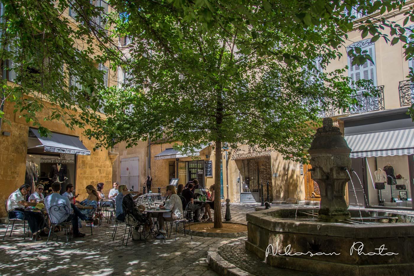 la fontaine de la place des 3 ormeaux - Aix en Provence