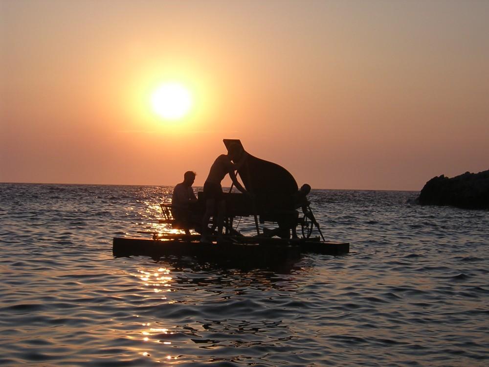 Un piano à la mer ! Un festival flottant bien perché !