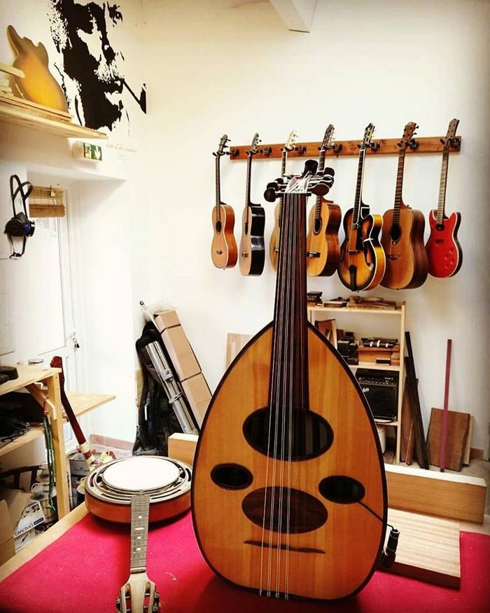 Florian Deneuville Luthier , la Tuilerie Bossy de Gardanne