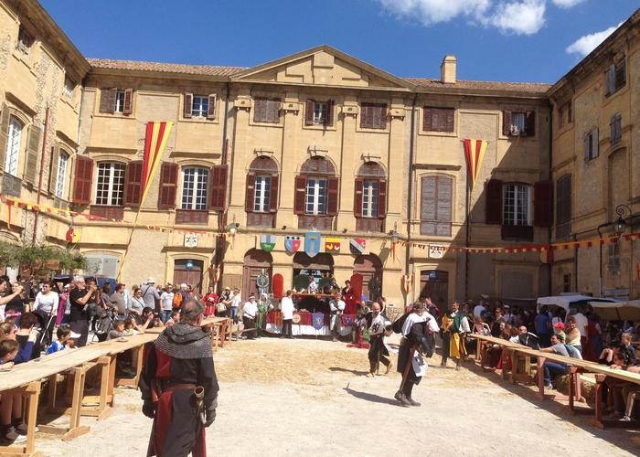 Oyez oyez braves gens ! C'est la Foire du Roy rené à Peyrolles en Provence !