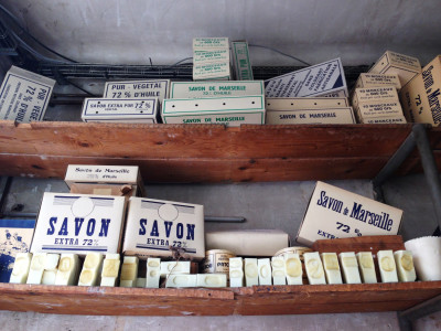 C'est l'été, prenons un bain…..de savon au magasin d'usine de Rampal Latour !