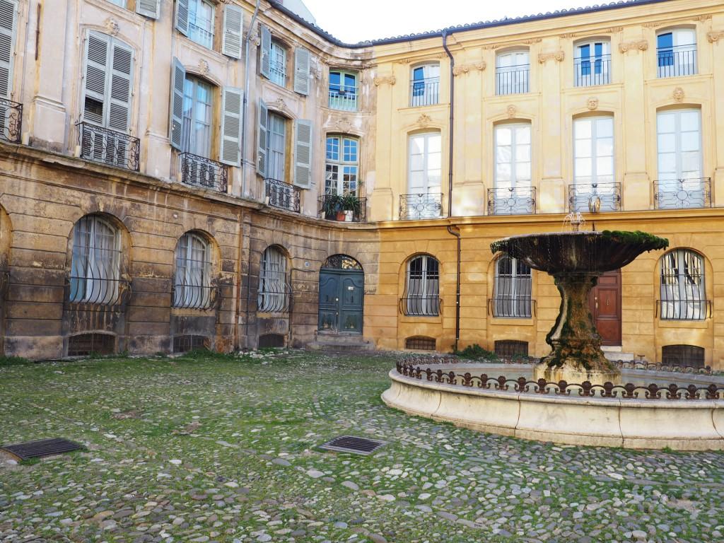 Place d'Albertas - Visible Invisible - visite Aix en Provence