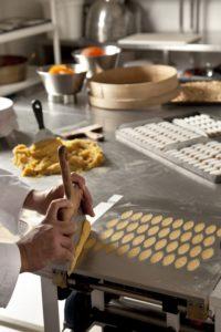 Fabrication calissons - Chocolaterie de Puyricard-